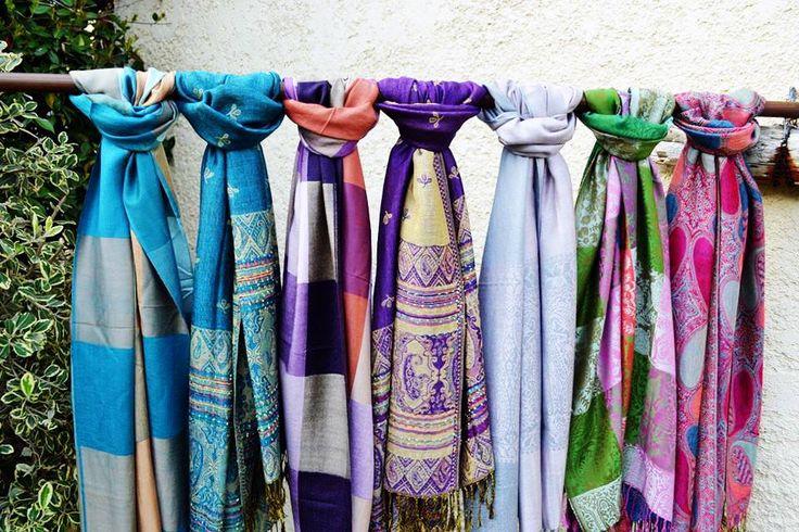 Διαλέξτε μονόχρωμα, σε φυσικές ή έντονες αποχρώσεις, ή με prints στο χρώμα που σας αρέσει και σας ταιριάζει.