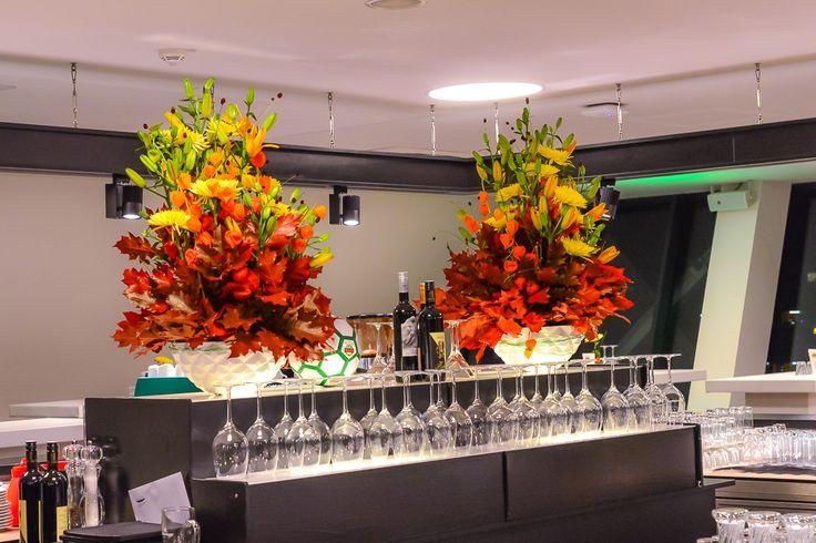 große gestecke in herbstfarben / big flower arrangements in autumnal Colors. www.blumenkultur.at