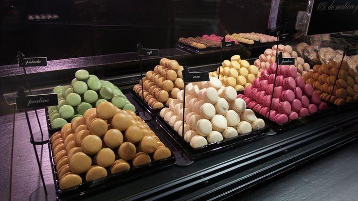 Trendy w cukiernictwie: Paryski styl w cukiernictwie - Mistrzowie Wypieków #mistrzowiewypiekow #wypieki #makaroniki #macaroons #paris #ciastka #ciasteczka #pistacje #cakes #cake #inspirations #inspircje #cukiernia #trendy #trends