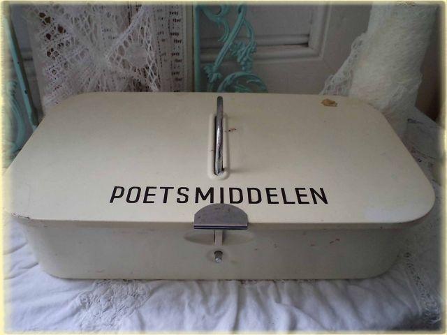 poetsmiddelen box, die werd wekelijks gebruikt voor allerhande poetskarweitjes