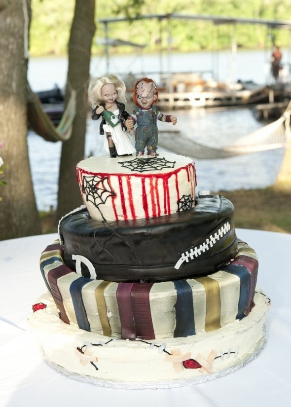 umm...is it tasty?  there are many terrible cakes, but i can't pin because they are too scary...  他のは怖すぎてピンでッきーん!  Horror Wedding Cakes