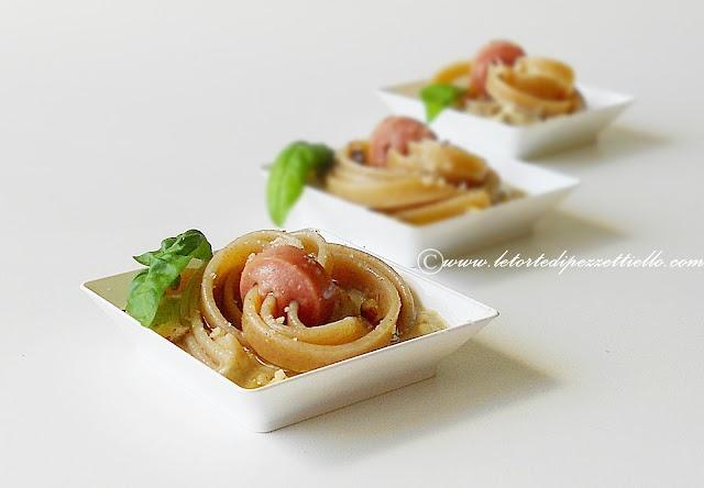 http://www.letortedipezzettiello.com/2012/07/linguine-ai-wurstel-in-insalata-di.html  Linguine ai wurstel in insalata di melanzane