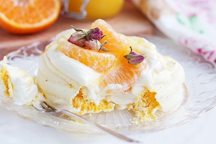 My Kitchen Stories - Saffranspavlova med mandarin curd och vit choklad