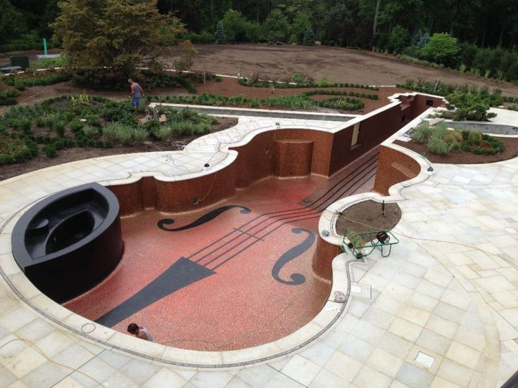 The owner of the pool has two Stradivarius violins of his own, along with a rare cello, and has played at Carnegie Hall. More