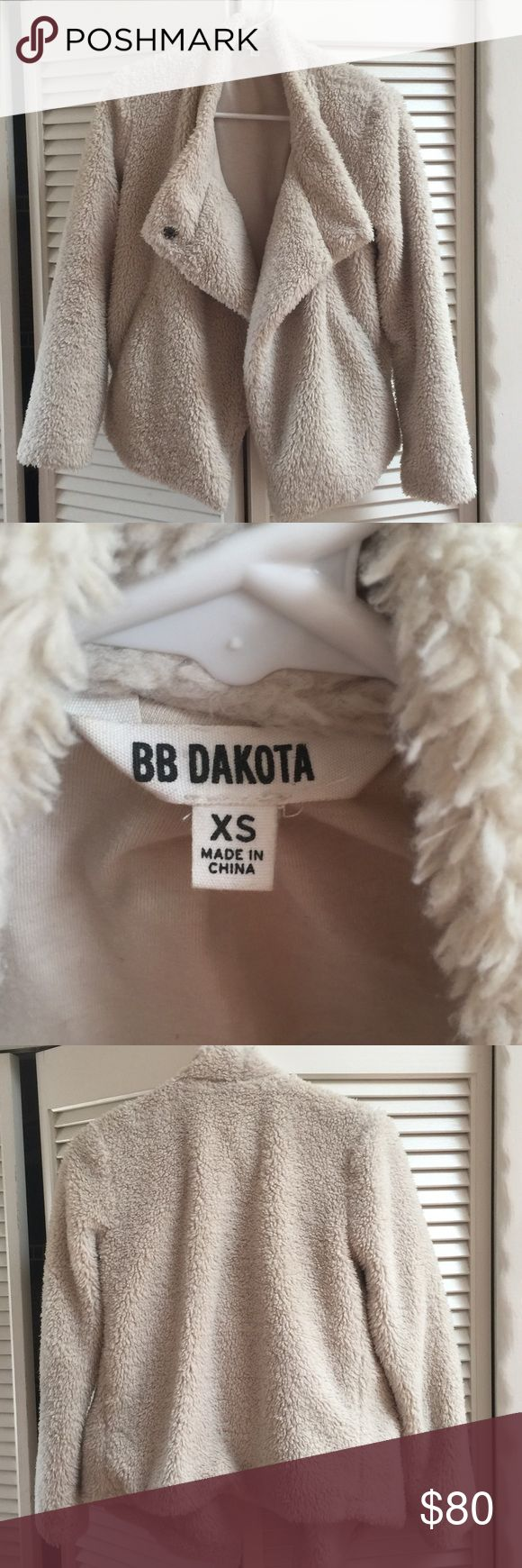 Ivory/Off-White BB Dakota Jacket XS, in perfect condition, super trendy but also VERY WARM:)  20% OFF BUNDLES OF 3+ ‍ BB Dakota Jackets & Coats