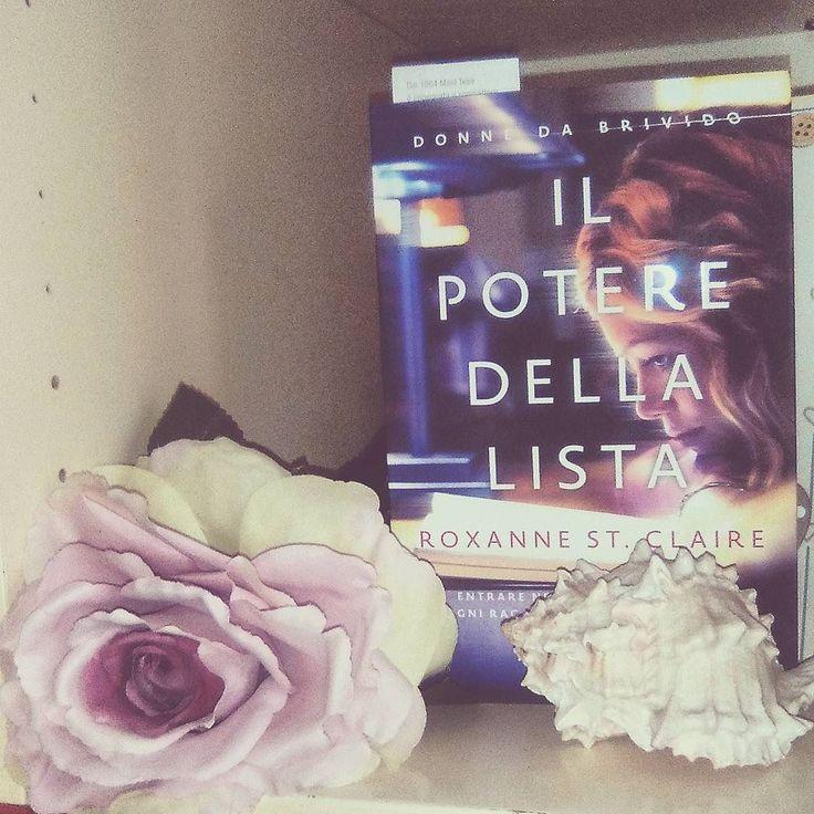 Buongiorno amici lettori!  Il libro che ho in lettura è Il potere della lista di Roxanne St. Claire.  Voi cosa state leggendo?  Buon weekend!  D.  #book #books #lettura #leggere #libro #libri #amoleggere #libriovunque #romanzo #scrivere #instalibro #instabook #instalike #like #seguimi #bookstagram #bookaholic #bookish #bookworm #bookslover #lovebooks #photooftheday #photobooks #flower #floweroftheday #nature #picoftheday #girl #rizzoli