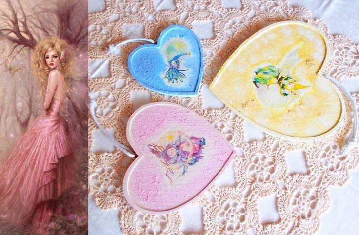Tris di cuori in legno decorati a decoupage per arredare un angolo di parete : Cameretta bambino, bebè di lady-bijoux-handmade