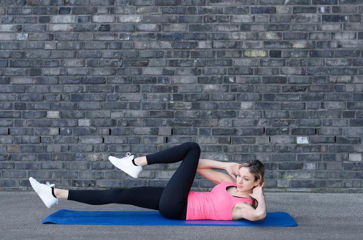 Plutôt qu'enchaîner cinquante abdos chaque matin, une instructrice de Pilates propose cinq exercices ciblés pour en finir avec le fameux petit ventre.