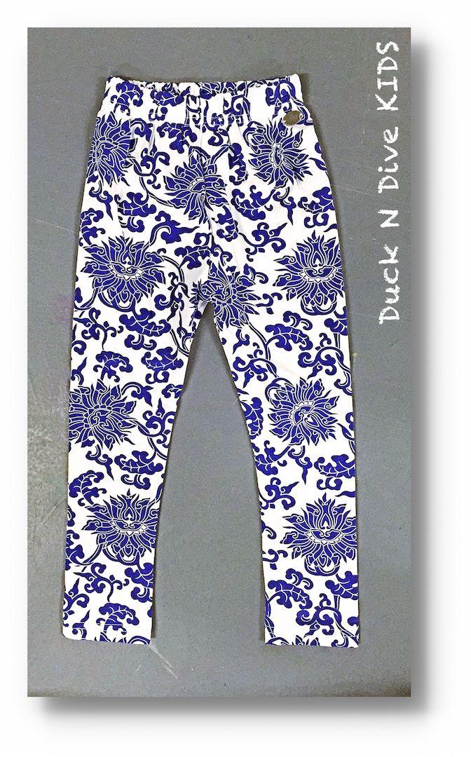 Mädchen Leggings Los Angels  Ein auffälliges Kleidungsstück ist die Leggings mit stahlblauen Blumen.  #Leggings #Girls #Stylisch #Cool #Mädchen #Beliebt #Bequem #Blumen #Print #Fashion #Kidsfashion #GirlsFashion #Kinderladen #Kinderbekleidung #Münster #NewYork #Kids #Instakids #Amazing #KönigspassageMünster #LittleLady #MustHave #Shoppen #OnlineShop