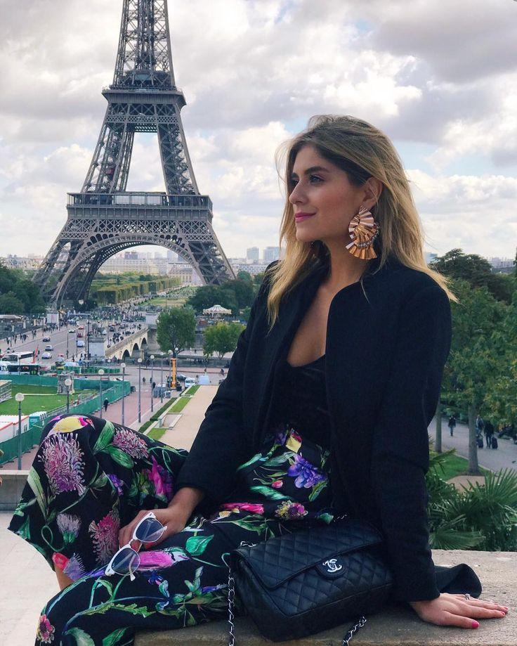 """54.9 mil curtidas, 211 comentários - Laura Tobon (@laura_tobon) no Instagram: """"Estamos al aire 💕 @lavueltaen80risascol !! Conectados desde Paris !#lavueltaalmundoen80risas @hm"""""""