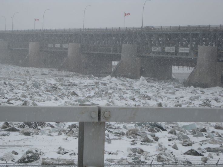 Lockport dam, ice break-up  Lockport, Manitoba