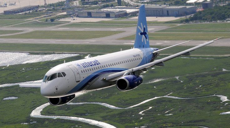 Sukhoi_Superjet_100_of_Interjet_climbing_out_of_Venice_Marco_Polo_Airport