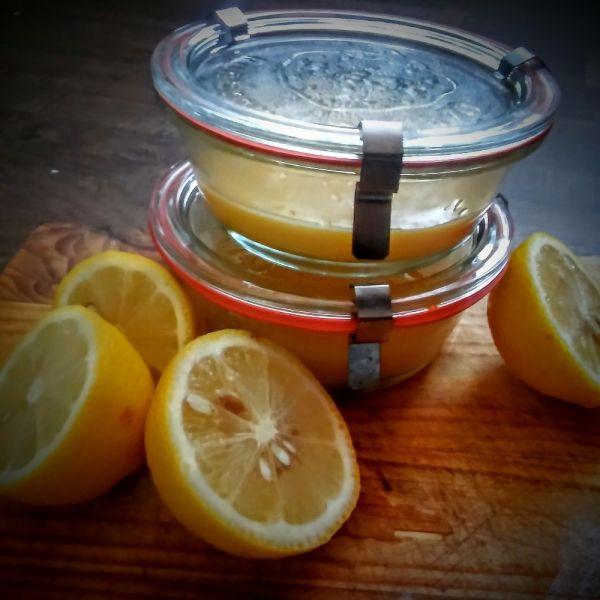 Lemon Curd neboli citronový krém je něco, do čeho jsem se zamilovala.