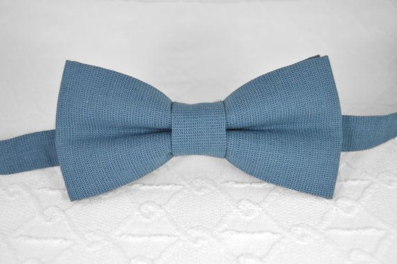 DESCRIPTION: Blue bow tie, dusty blue bow tie, linen bow tie, wedding bow tie, mens bow tie, bow tie for men, grey blue bow tie, blue grey bow tie, groomsmen bow tie FABRIC: Linen COLOR: Blue ---------------------------- About our bow ties: * This bow tie is pre-tied * Bow tie is ready to wear * Handmade, hand-stitched, and made to order from Russia * Only hand wash * Strap around the neck made of material with length regulator *****if you need more than 2-3 pieces, let me know - Ill make to…