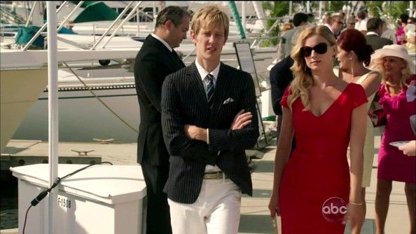 Gabriel Mann Photos - In the second-season opener, Emily ponders her next move as the stakes get higher for her.  - Revenge – Season 2, Episode 1