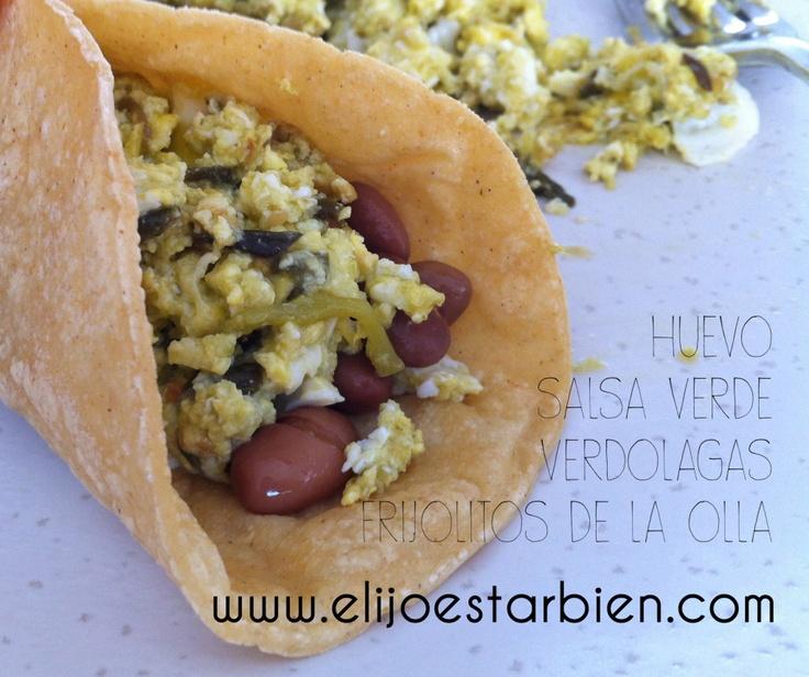 Para un lunes sin carne ovo-vegetariano, unos taquitos de huevo con verdolagas :)