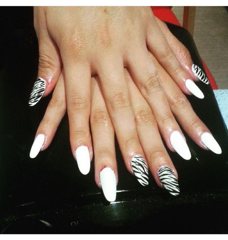 Ricostruzione unghie #nails #nail art #black and white #animalie