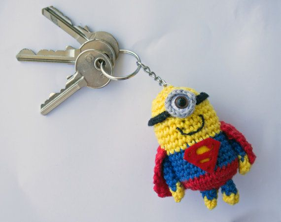 This is a crocheted keychain of a Minion dressed as Superman. The Minion is 8,5cm tall and made of 100% cotton yarn, the logo is made of