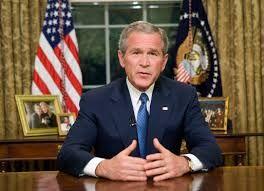 2001 - 15 de Septiembre.  (034) - El presidente estadounidense George W. Bush convocó el viernes, a pedido del Pentágono, a 50.000 reservistas del Ejército para una «guerra» de largo aliento contra el terrorismo internacional. El Senado también autorizó el viernes al presidente a «recurrir a la fuerza» contra los terroristas y los Estados que los albergan o protegen.