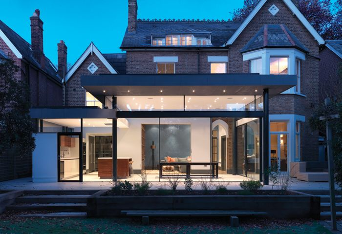 Using the Skyframe system allowed us to create a sense of the roof 'floating' above glass walls.