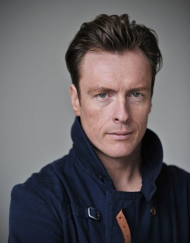 Pictures & Photos of Toby Stephens - IMDb