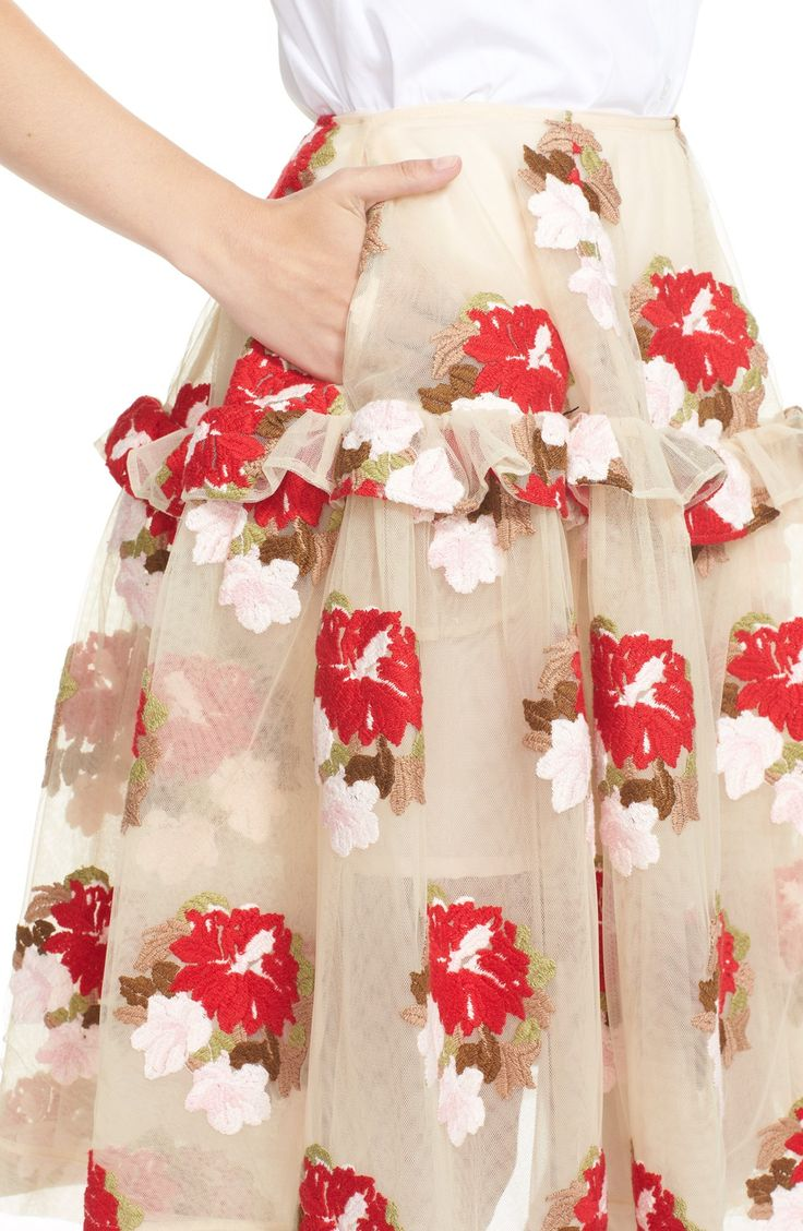 Love this delightfully full A-line tulle skirt adorned with with gorgeous embroidered flowers from @nordstrom . // could be a cool option for holiday photos #nordstrom