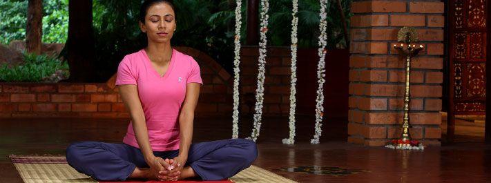 Posturas de Yoga | Postura de la Mariposa Badhakonasana | El Arte de Vivir Argentina