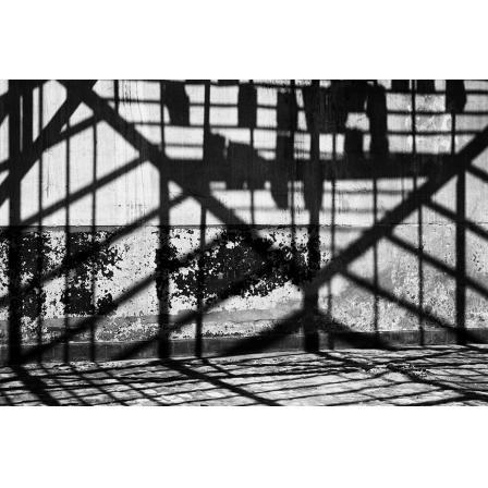 Formas e Sombras 02 - Série Formas e Sombras - Fotografia Urbana em Preto e Branco de Gabriela Oliveira