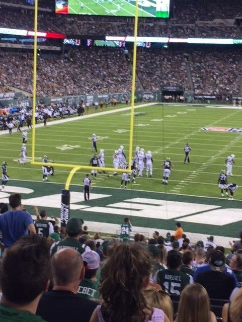 #tickets New York Jets Season Tickets With Yellow Parking Pass please retweet