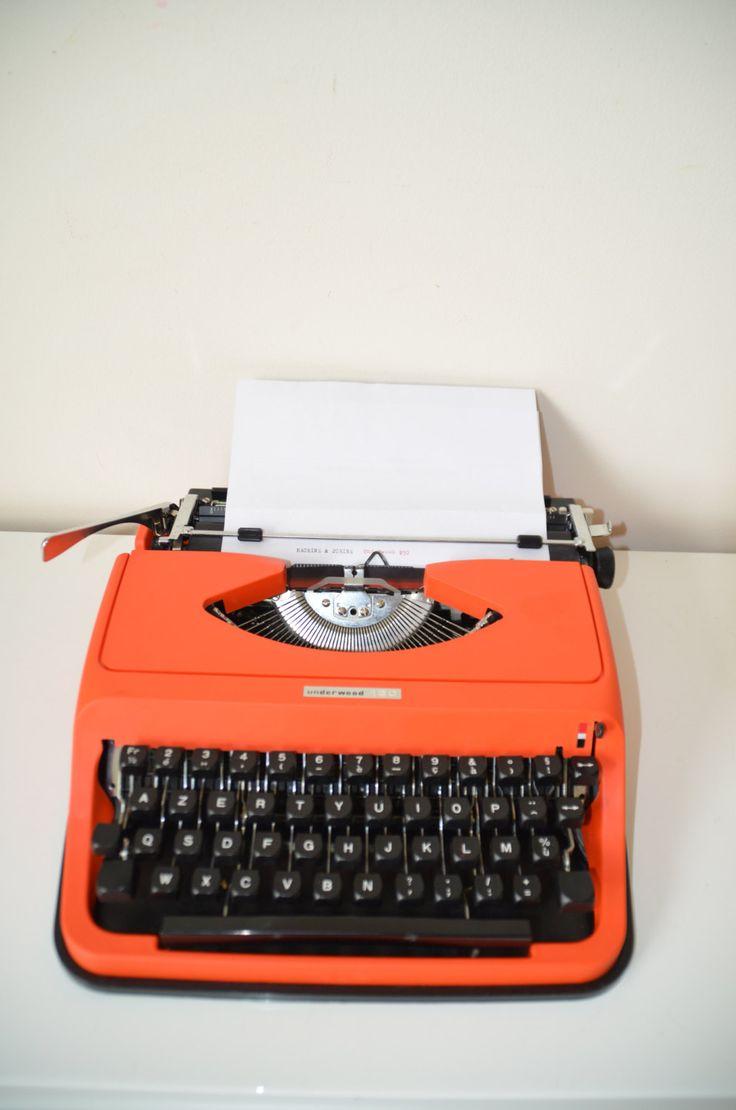 """MACHINE À ÉCRIRE portative   """"Underwood 130 """" ,orange,  typewriter, de la boutique atelierdelachoisille sur Etsy"""