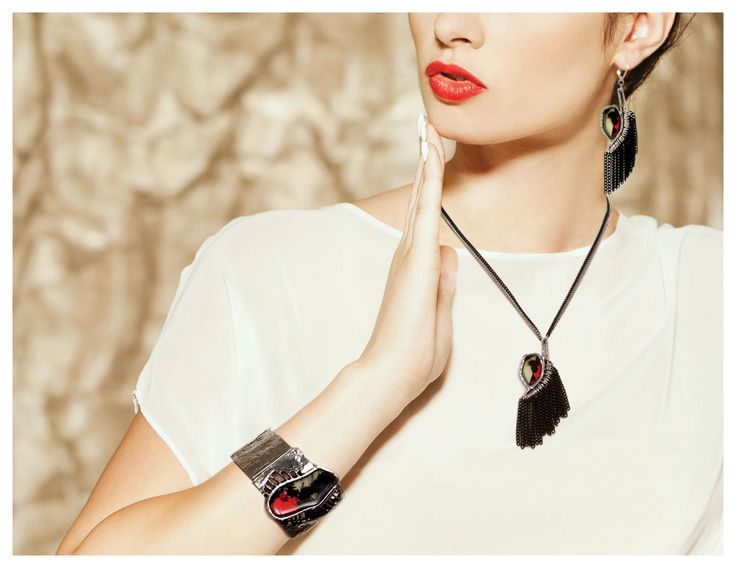 Collier/Necklace: AMURA 05-E | Bracelet: IRIATA 05-E | Boucles d'oreilles/Earrings: PONUI 06-E