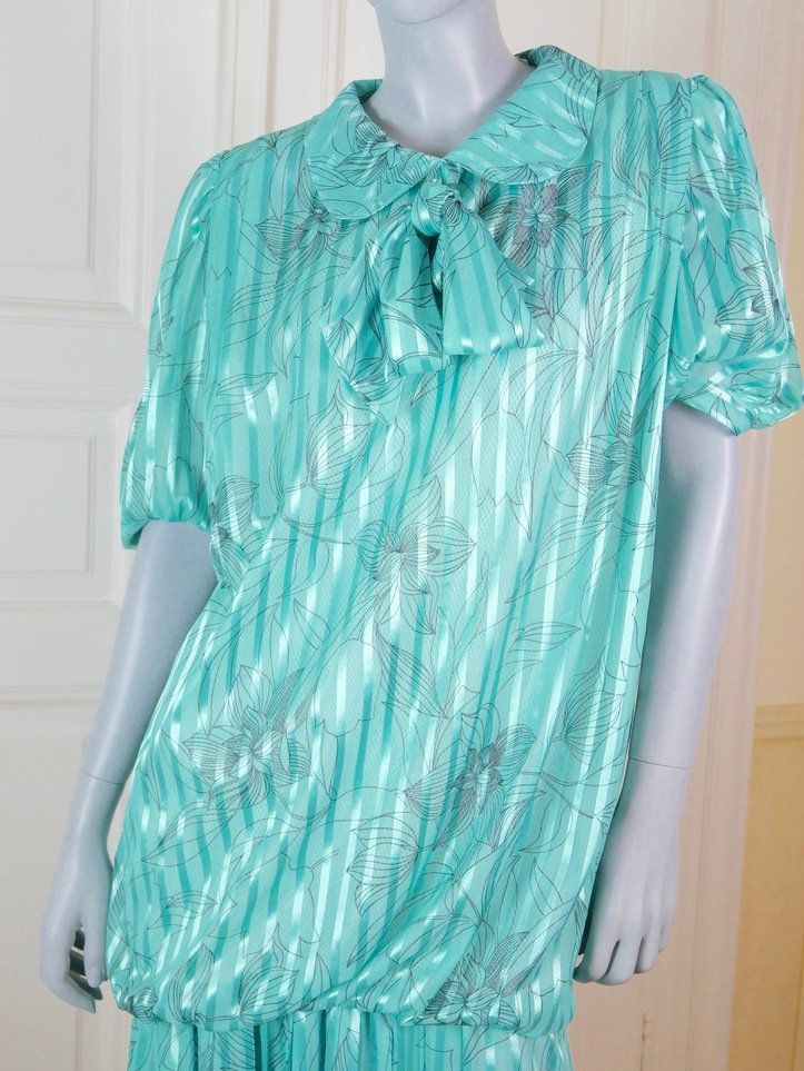 Finnish Vintage 1920s Style Turquoise Dress, 1980s Made Aquamarine Dress, Drop Waist, Pussy Cat Bow (Pussy Bow): Size 12/14 US, 16/18 UK by YouLookAmazing on Etsy