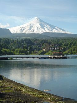 Volcán Villarrica, ubicado en la Región de la Araucanía entre el lago Villarrica y Calafquén. 2.847 m