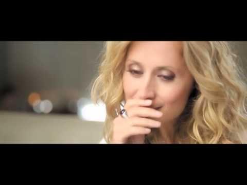 """Il vient tout juste d'être mis en ligne, voici le nouveau clip de Lara Fabian """"Ma vie dans la tienne"""" ! Un clip superbe que l'on aime déjà ^^ A noter que l'album sort le 06 novembre prochain. Une tournée est en d'ores et déjà en vente avec un concert..."""
