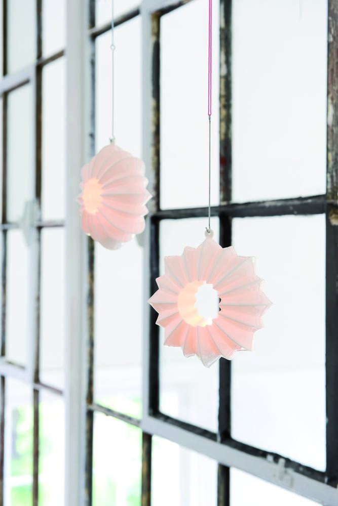 The Stella window ornament guides your guests and is a beautiful, elegant and graceful lantern in the darkness of winter.