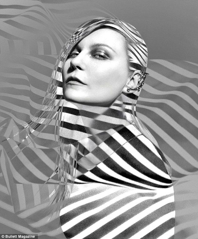 Optical illusion: Kirstens hair and body are concealed with black and white stripes in one shot