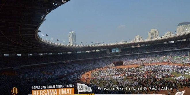 [FOTO] 100 ribu Peserta Hadiri Puncak Rapat dan Pawai Akbar 1436 H di Gelora Bung Karno | Hizbut Tahrir Indonesia
