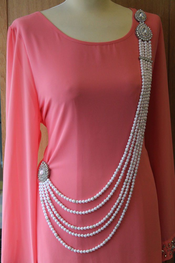 New Belly Dancing Diamante Pearls Hijab Abaya Saree Waist Belt Costume Jewellery. It can also be worn as a Hijab band or on hair/ waist belt / or for prom dress/ Saree/ or can be worn as a Neckalce as shown in the picture.