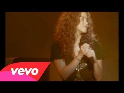 Shakira - La Pared (Live 2005) - http://www.justsong.eu/shakira-la-pared-live-2005/