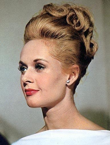 Tippi Hedren  is een Amerikaanse actrice van Scandinavische afkomst. Zij won in 1964 de Golden Globe voor meest veelbelovende vrouwelijke nieuwkomer met haar rol in The Birds van Alfred Hitchcock.Geboren: 19 januari 1930