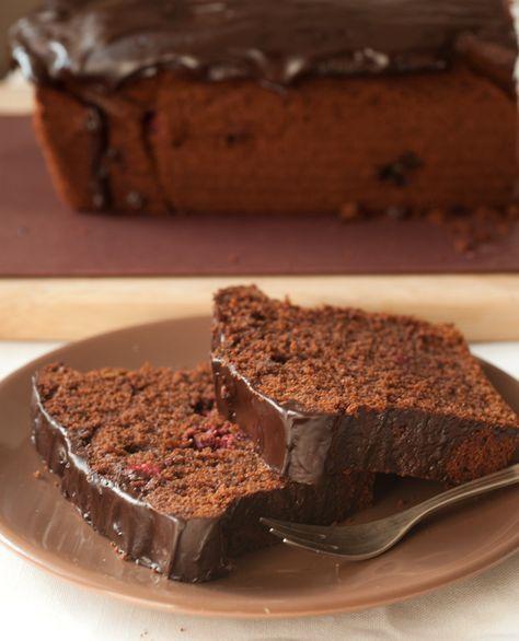 P rosty i znany przepis na ciasto czekoladowe, popularnie zwane murzynkiem. Jedyną innowacją przeze mnie wprowadzoną było użycie masła kla...