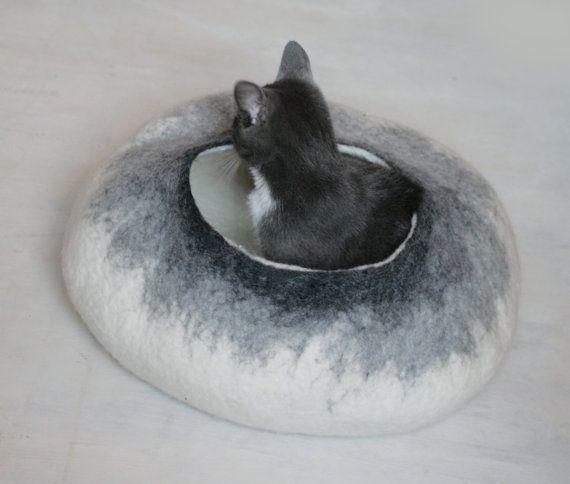 Grotta di PET / Cat Cave / Cat Bed / nave - bianco al grigio bolla - mano lana infeltrita - croccante Design contemporaneo - Eco-Friendly - pronto per la spedizione