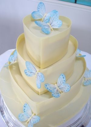 Blue butterfly and white chocolate cake~ Butterflys and Chocolate..oh my. This site has simply stunning cakes..the butterfly's look so delicate and are hand painted on edible rice paper.