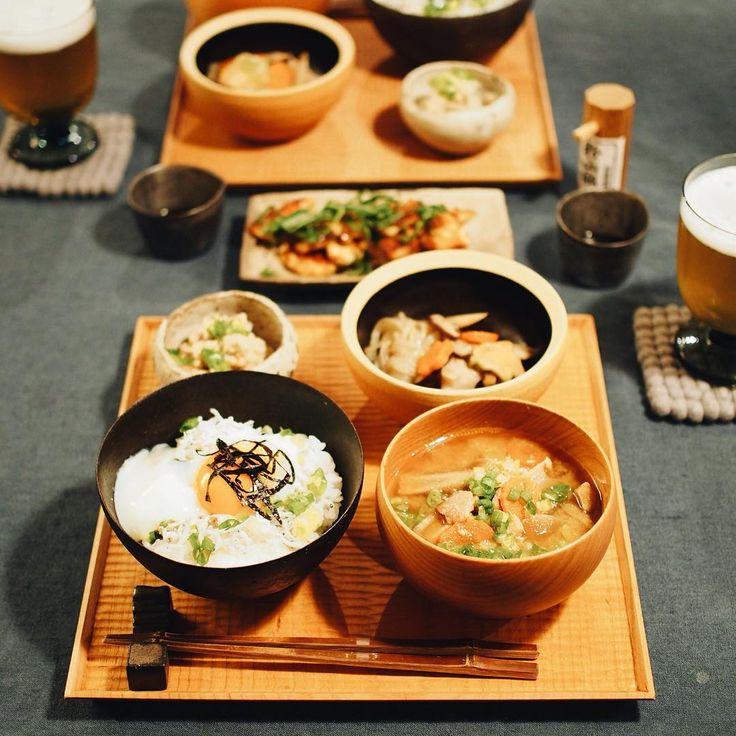 ユネスコの無形文化材に登録された和食。家庭でも朝昼晩と和食を作ることって多いと思います。いざテーブルコーディネートをしてみると、あれ?お椀はどっちだっけ?お魚の向きは?などあやふやなまま今まで並べていたことはありませんか?今回は、改めて知る、正しい和食の並べ方について一緒に学んでいきたいと思います。