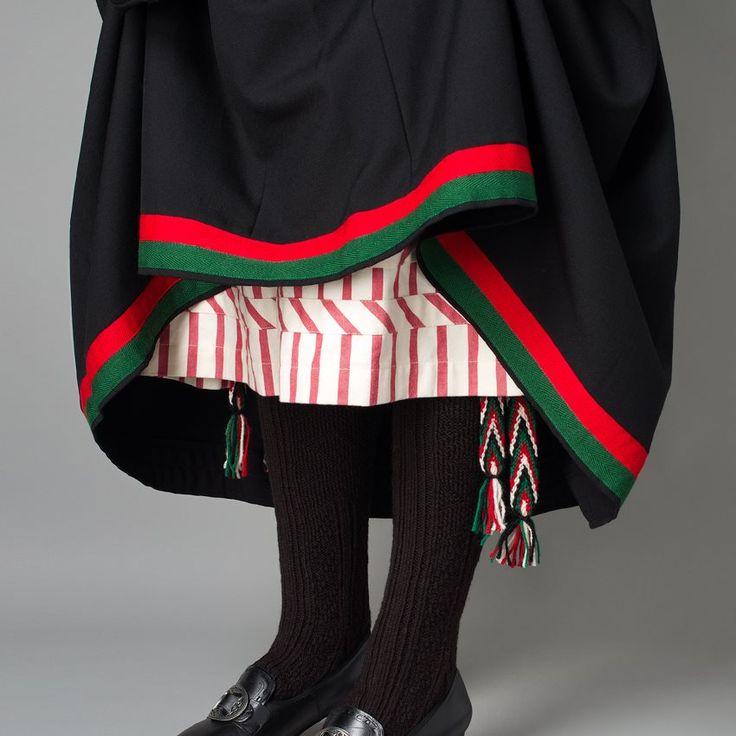 Bilde av Understakk og sokkeband til bunad fra Vest-Agder