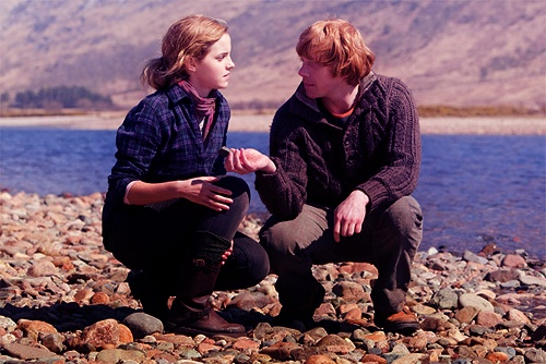 Harry Potter Deathly Hallows deleted scene --- ron teaching hermione how to skip rocks <3<3<3