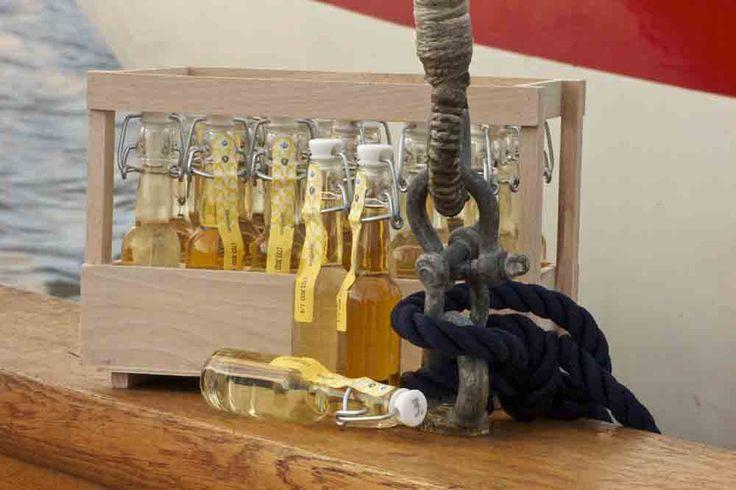 #Julekalender 2014 #whiskykalender #romkalender - 24 små flasker med patentlåg i smuk trækasse. Sælges i Noorbohandelens bod i #Torvehallerne. #smag #jul #julegave #gaveide #taste #christmas-calender #whisky #rum #rom #noorbohandelen