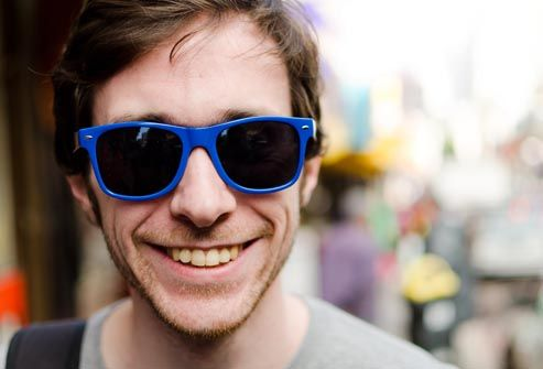 Google Afbeeldingen resultaat voor http://img.webmd.com/dtmcms/live/webmd/consumer_assets/site_images/articles/health_tools/healthier_eyes_slideshow/getty_rf_photo_of_man_wearing_sunglasses.jpg