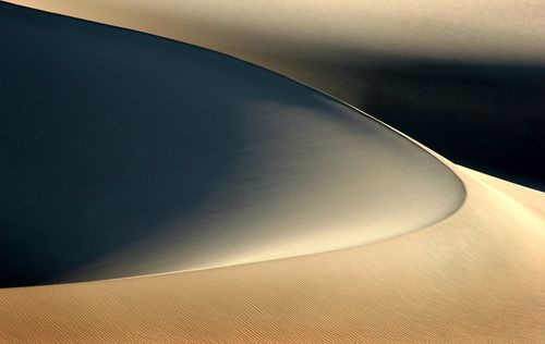 theoceanrolls:  Death Valley Sand Dune (by Rob Kroenert)