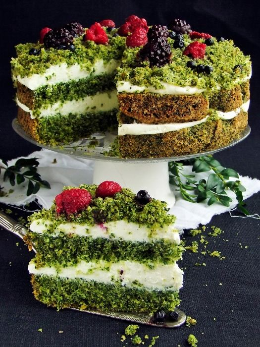 """""""Forest Moss"""" Spinach Cake 
